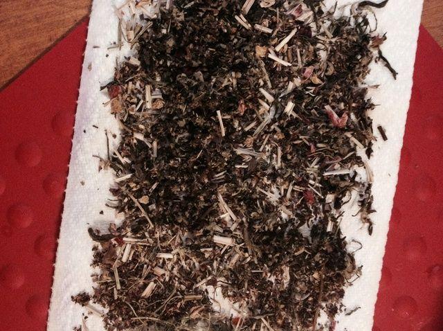 Cómo reducir los olores con las hojas de té usadas