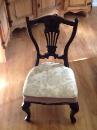 Encuentre su voluntario proyecto. Este tejido se seca y el desmoronamiento de la silla.