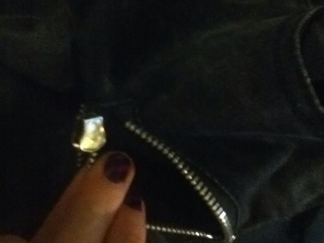 Tire de la cremallera fuera y mover hasta que esté sólo en un tamaño. A continuación, puede llevarlo a que el tamaño también.