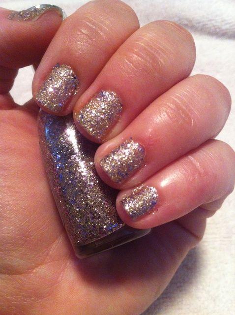 Cómo quitar brillo esmalte de uñas con papel