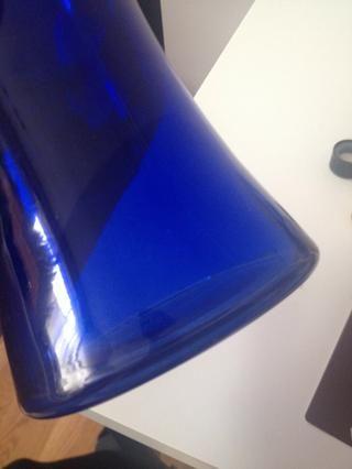 Limpiar con un poco de jabón y agua. Seque. (Yo usé un paño húmedo con jabón en lugar de lavar todo el jarrón.)