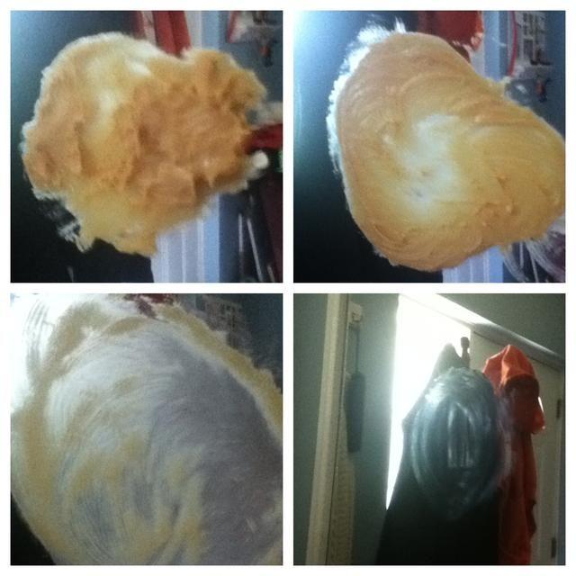Coloque en el espejo y frote bien. Retire el exceso de mantequilla de maní con una toalla de papel limpia.