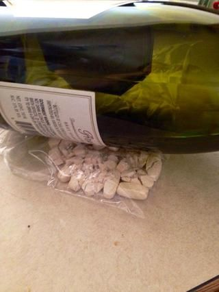 Yo uso una botella de vino.