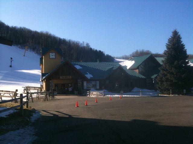 Cómo alquilar equipos de esquí de nieve