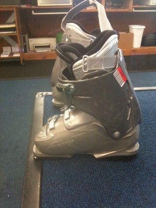 Su arranque será difícil para deslizarse dentro y dedos de los pies puede estar cerca de la parte delantera, pero cuando estás esquiando el pie estará en la parte posterior de la bota