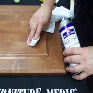 Limpie la superficie con cuidado con Mohawk rápido lavado limpio o cera. Nota: Puesto que el relleno no se hace de una resina de limpiar cuidadosamente la zona alrededor del relleno, porque la limpieza podría eliminar parte del relleno.