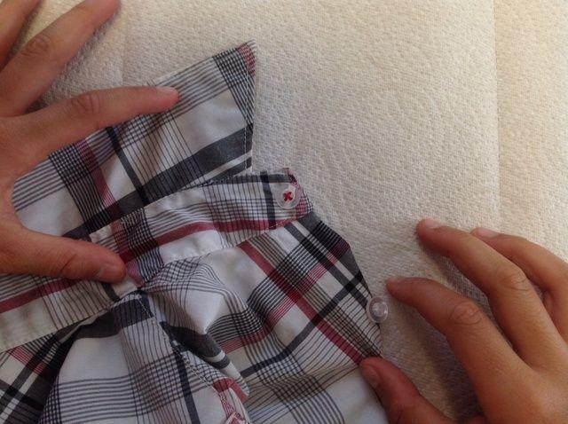 Cómo reemplazar un botón en su camisa de vestir