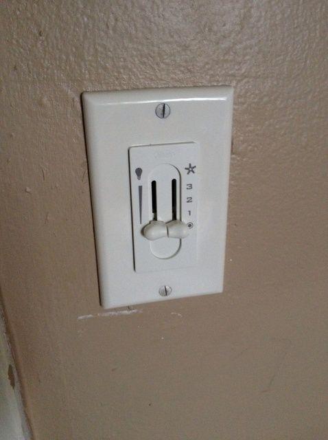 Cómo reemplazar un ventilador de techo y el interruptor de control de luz