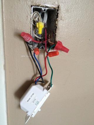 A continuación, el interruptor de engatusó y suavemente los cables y les enderezó