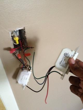 He sustituido un cable a la vez, ya que son los mismos colores. Les aprieta de nuevo juntos