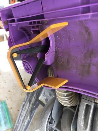 El uso de mucha más fuerza y el gancho de cinturón de herramientas tirar más de la cinta en el segundo puesto