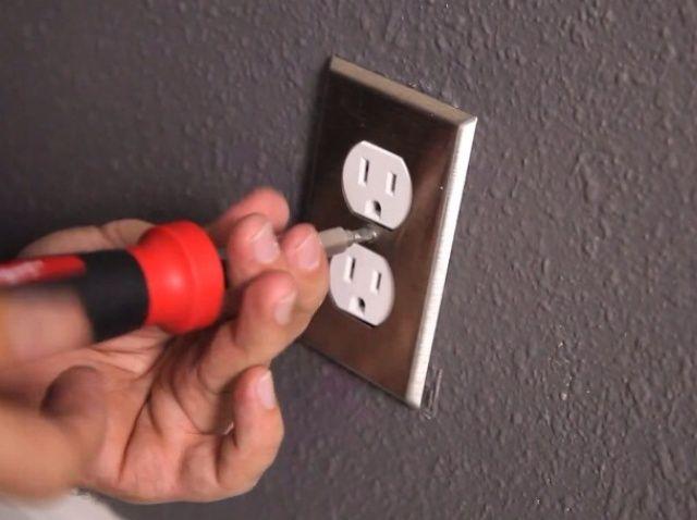 Cómo reemplazar una toma de corriente