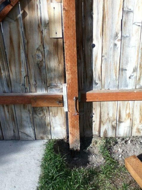 Cómo reemplazar poste de la cerca