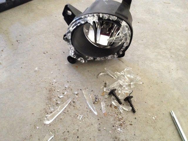 Aún no está seguro cómo esta se rompió y allí's no scratched paint around it. It's a mystery...