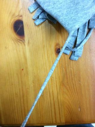 Cuando los márgenes están completos, tire de cada franja individuo a alargarse.