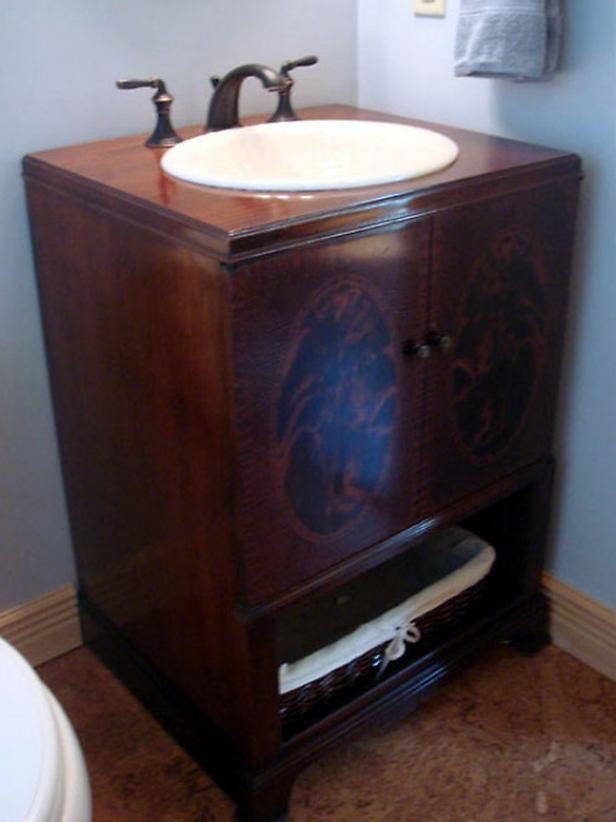Fotografía - Cómo reutilizar un gabinete de antigüedades en un tocador