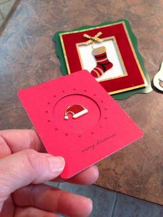 Eran un par de tarjetas de Navidad excepcionales de otros años, que también se convirtieron en imanes.