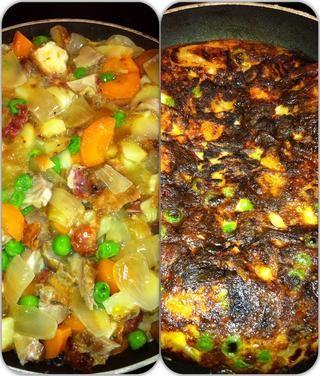 Tortilla hecha de restos de asado de cerdo con manzanas, cebollas, papas, Yorkshire pudines y verduras! Yum !!