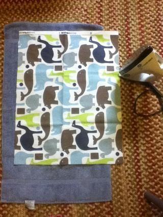 Planche la tela para obtener las arrugas. También me planché un pequeño pliegue (1/2 pulgada) a lo largo de cada lado.