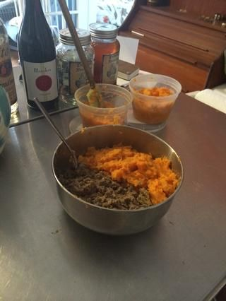 Ponga una lata de su perro's regular wet food and an equal amount of sweet potatoes (approx 1) in a bowl and mix up. Put remaining potatoes in Tupperware.