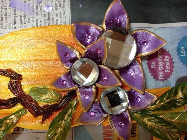 Hecho con las hojas de las flores y ramas. He añadido algunas piedras en las flores sólo para darle un bonito bling! ⭐