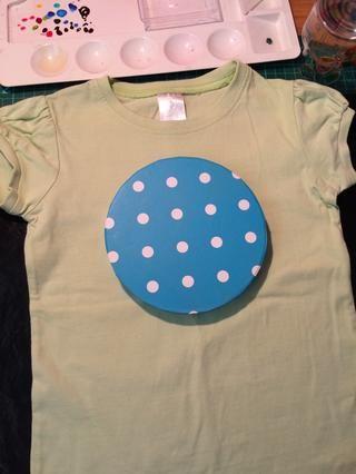 Tracé un círculo en mi camiseta para comenzar mi diseño.