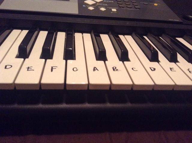 Cuando era más joven me decidí a dibujar en mi teclado con sharpie