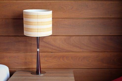 Cómo volver a colocar una lámpara