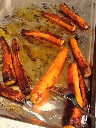Si están bien dorados y tiernos tenedor se hacen y listo para comer. Si no vuelve a colocar en el horno durante 5 minutos.