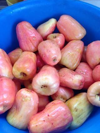 Ahora que todas las semillas estaban retorcidos de enjuague y lave la fruta Marañón (anacardo Apple) también.