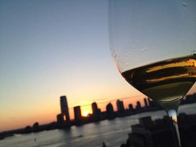 Será mejor sabor con una copa de vino. Feliz dia DEL Trabajo.