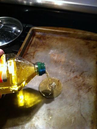 Mientras espera, conseguir pan listo. Añadir el aceite suficiente para cubrir las semillas.