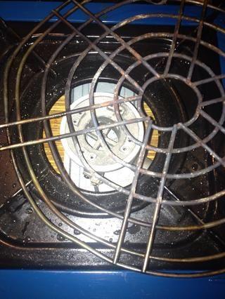 Yo uso un estante viejo para mantenerlos de la llama, pero puedo ir directamente sobre la llama