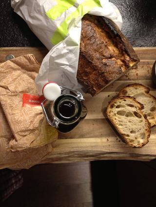 ... El pan y aceite de oliva.