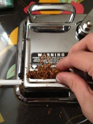 Cubra el tabaco a lo largo de la cámara, esto hace que sea más fácil hacer las maletas en.