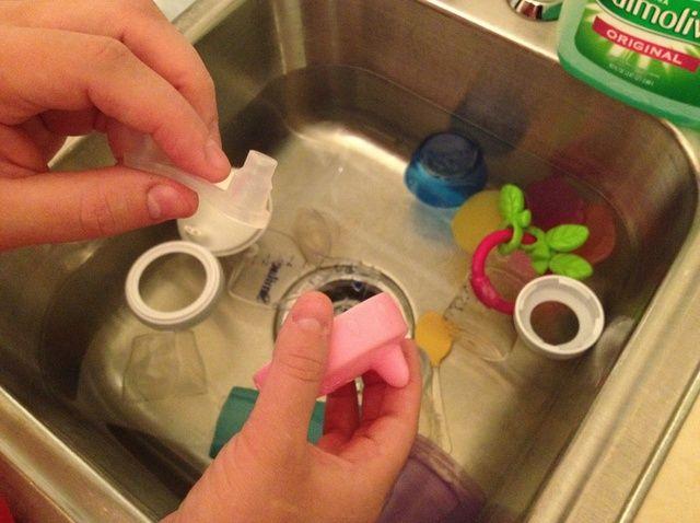 Cómo desinfectar biberones y accesorios