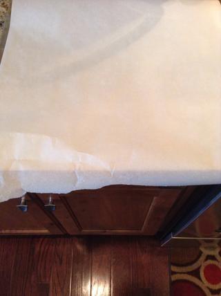 Cubra sus hojas para hornear con papel pergamino
