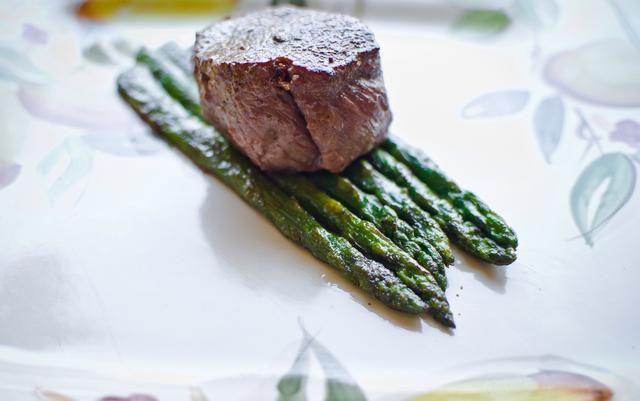 ¡¡Aquí está!! Un gran verduras degustación (guarnición) para un maravilloso maridaje comida o comer por sí !!! Nota al margen: espolvorear un poco de aceite de oliva sobre el plato para darle más sabor !!