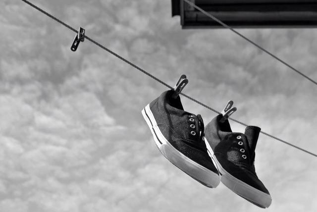 El flujo de aire en los zapatos de secado puede ayudar a prevenir el moho. Tenga cuidado: no secar en la luz solar directa.