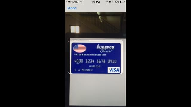 A continuación, alinee la forma de tarjeta de crédito en su cámara con su tarjeta de crédito. Nota: para fines de demostración no se trata de una tarjeta de crédito real.