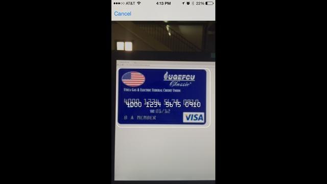 Una vez que la imagen de la tarjeta de crédito está alineado y enfocado se reconocerán automáticamente los números. Ellos van a aparecer temporalmente en la pantalla antes de que se sale de vuelta a la página web que estaba visitando.