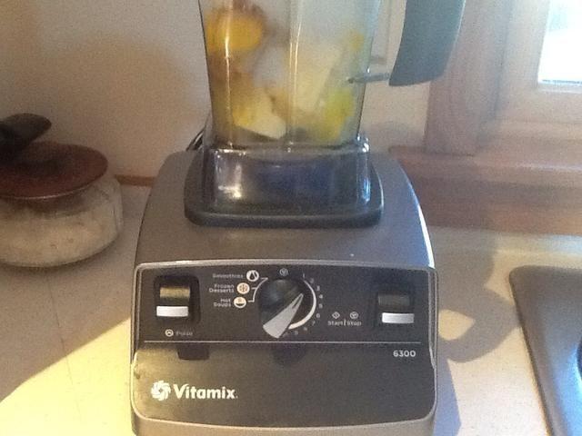 Coloque todos los ingredientes en la licuadora y mezcle hasta que la mantequilla y el xilitol son lisas.