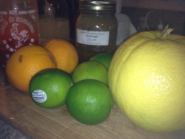 Naranjas, limones, WTF limones, miel, y gallo rojo
