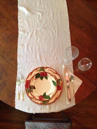 Colocar el vaso de agua en la punta de la cuchilla. Normalmente tallo vidrio solamente se utiliza en todas las comidas que se sirven después de las 11:30 de la mañana.