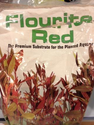 Voy a ser la siembra en este tanque con el tiempo, por lo que algunos flourite ayudaré crecimiento de las plantas. Esto viene en grandes bolsas, pero sólo se necesita un poco. Algunas tiendas venden pescado esta a granel.