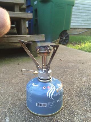 Su estufa está ahora encendida y lista para cocinar. Ajuste el regulador de combustible en consecuencia para el calor deseado. Cuando haya terminado, permitir que las piezas se enfríen antes de su almacenamiento.