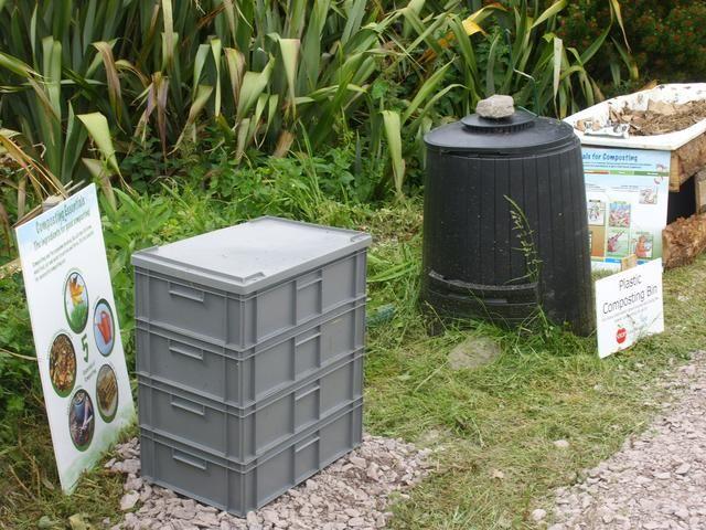 El uso de cajas de plástico apilables es una gran manera de hacer su propio fácil de usar, wormery modular. Este tipo de wormery se puede mover alrededor de la cual es un gran beneficio en invierno como gusanos don't like the cold.