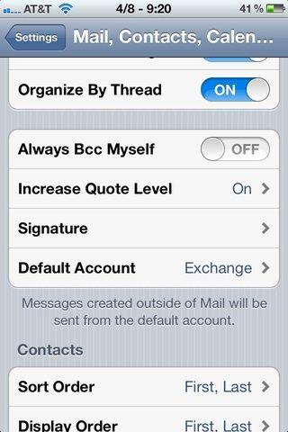 Cuando regresa al Mail, Contactos, Calendarios página de configuración, desplácese hacia abajo hasta que vea el subtítulo Mail. Busque el'Default Account' setting and tap it. If you don't see it, skip to step 12.