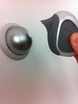 Montaje del palillo en la pared y coloque la cámara magnética en el monte.