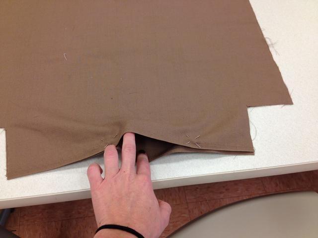 Deja centro de la pieza de fondo abierto en el revestimiento.